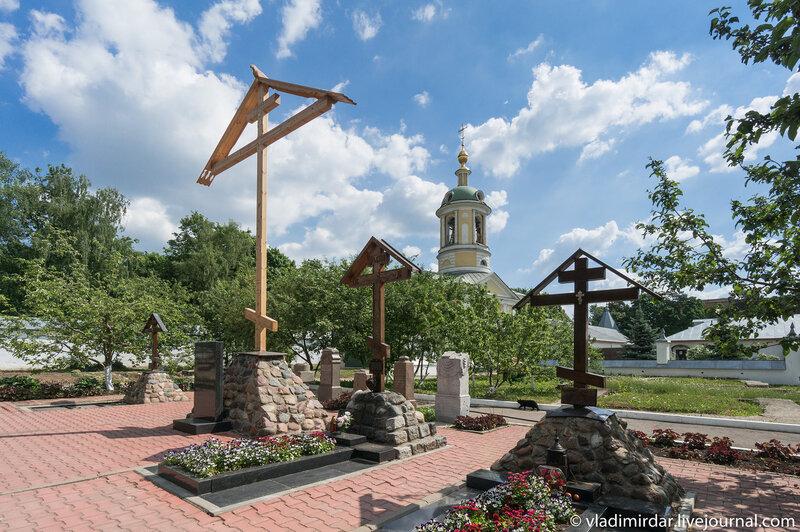 Некрополь Свято-Екатерининского монастыря и Поклонный Крест