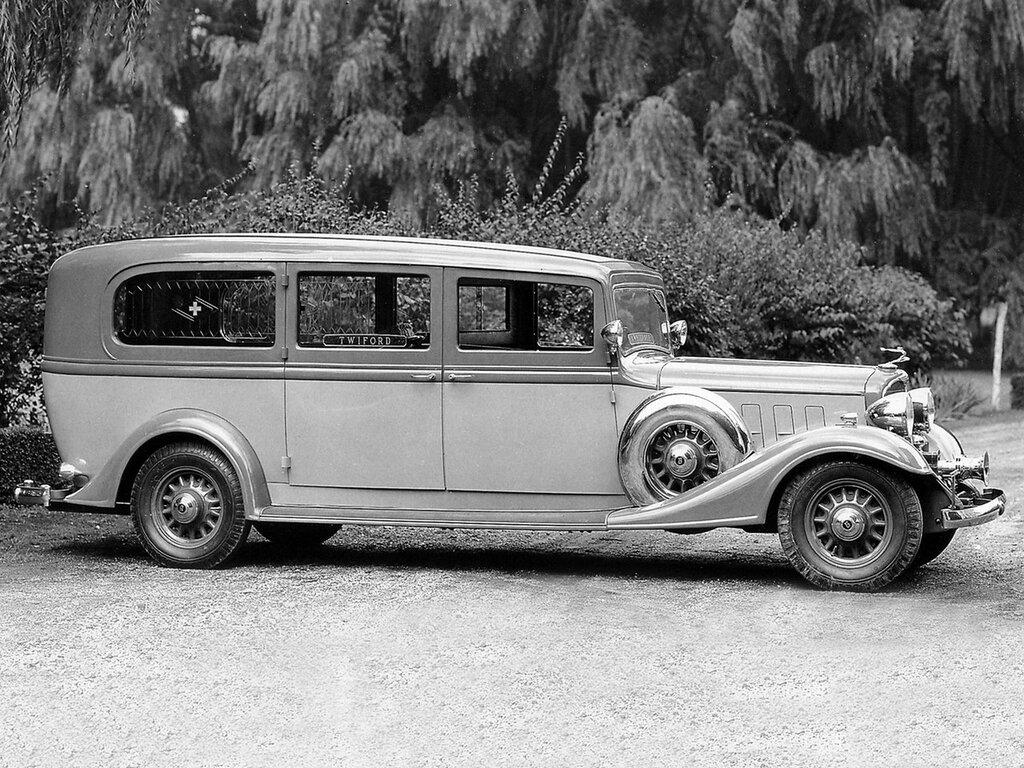 1933 Flxible Buick Premier Limousine Ambulance.jpg