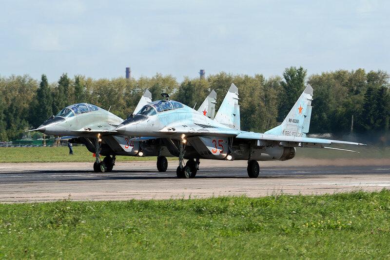 Микоян-Гуревич МиГ-29УБ (RF-92268 / 35 красный) D809836