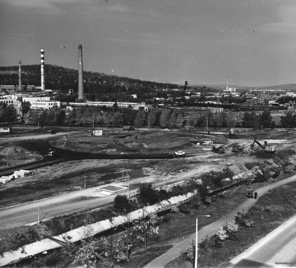 1979-й год. Строительство стелы.