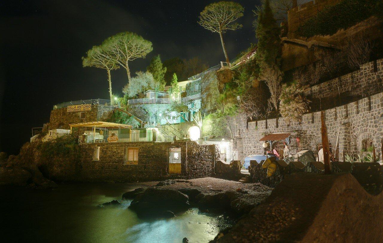 Искья-Понте ночью