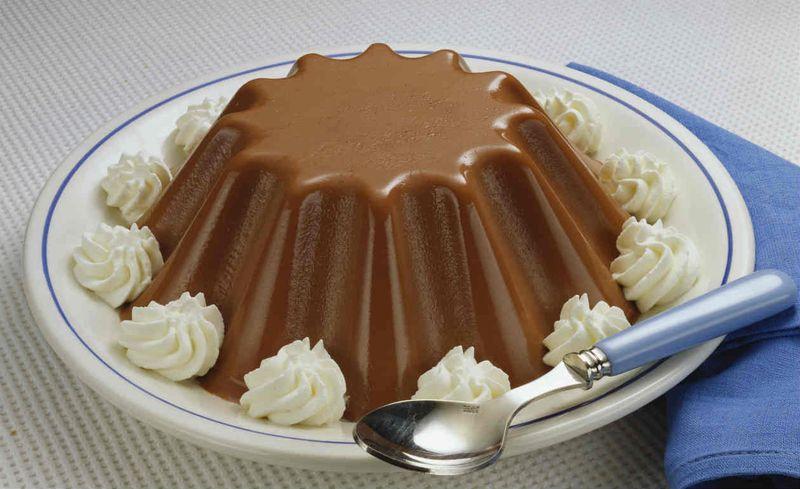 5. Молочное желе с шоколадом Вам понадобятся: 750 г молока 150 г шоколада 100 г сахарного песка 30 г