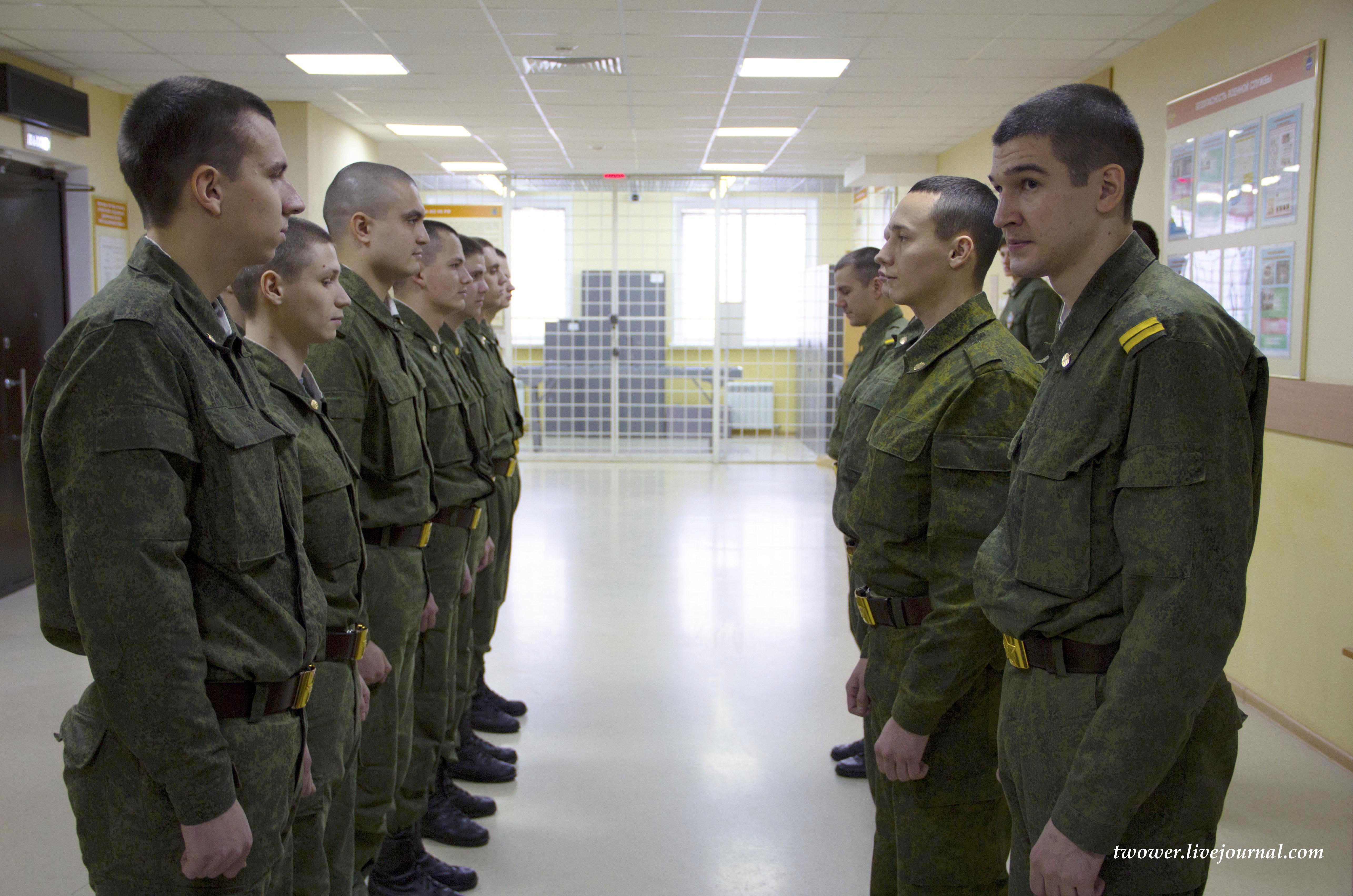 Солдат в увале в рот дает парню фото 634-754