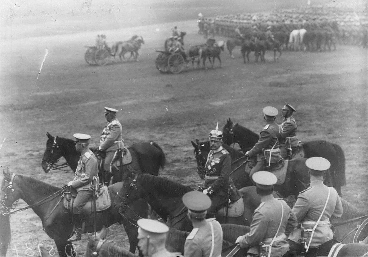 15. Офицеры русской армии и германский генерал на плацу во время смотра войск. 30 июля 1912