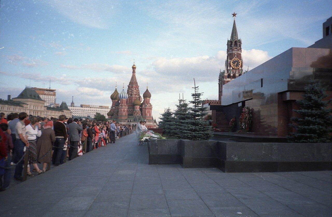 Гробница Ленина во второй половине дня