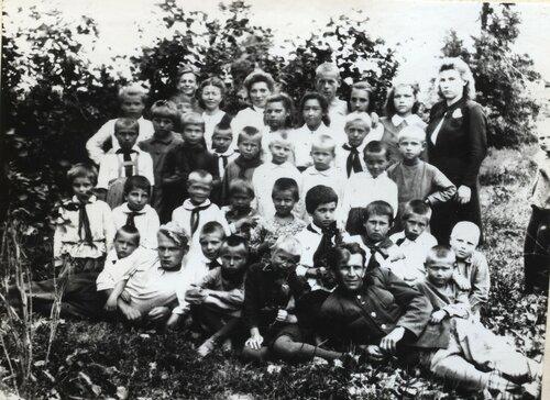 Летом 1925 года лагерь посетила клара цеткин, которая назвала артековцев свободными и счастливыми детьми
