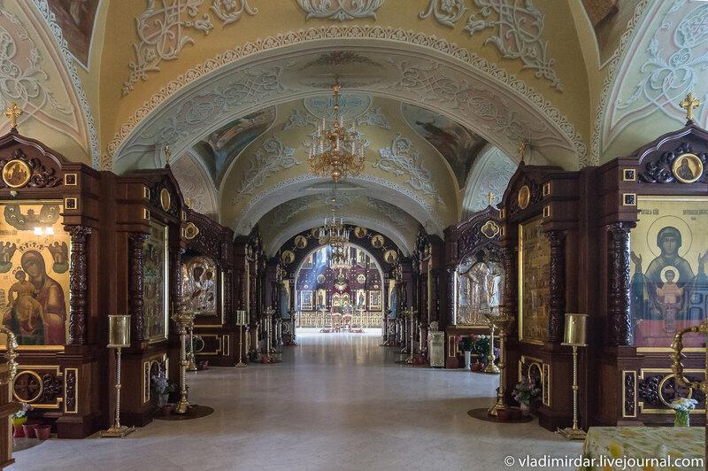 Храм святых Первоверховных апостолов Петра и Павла. Свято-Екатерининский монастырь.