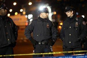 В Нью-Йорке двоих полицейских подстрелили