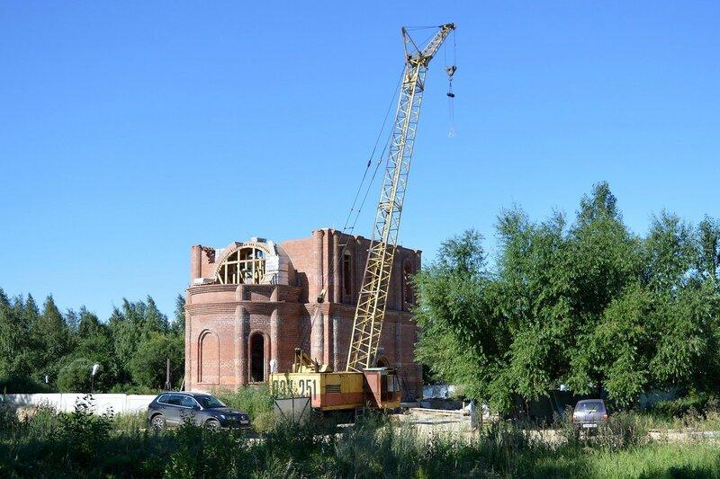 Строится храм