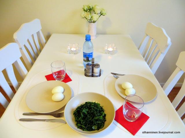 2 вареных яйца и шпинат