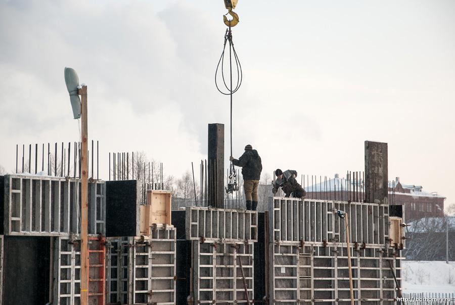 смотреть как люди работают на стройке