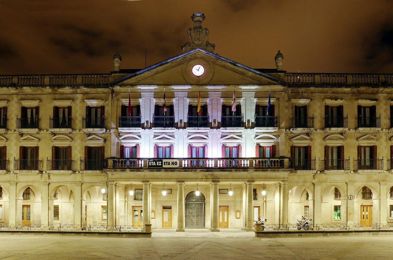 Vitoria-Gasteiz. New square (Plaza Nueva). City hall.