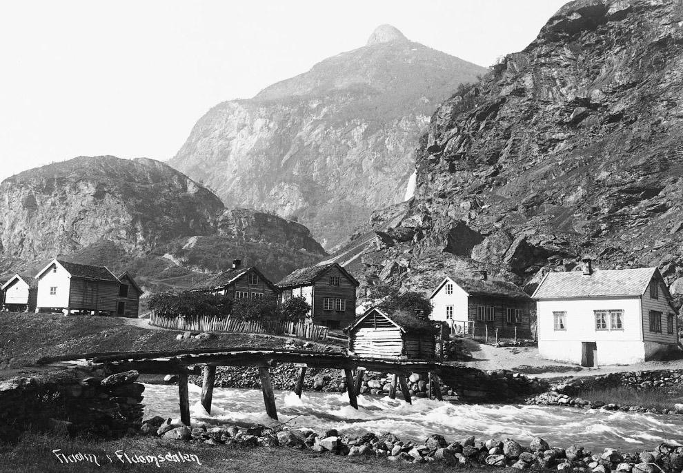 15. 1927 и 2008 года. Железнодорожный мост в коммуне Дрангедал. Нажмите, чтобы увидеть изменения. (Ф