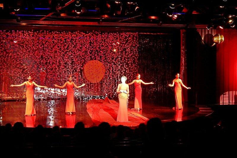 Выступление на сцене травести-кабаре «Калипсо» (Бангкок)