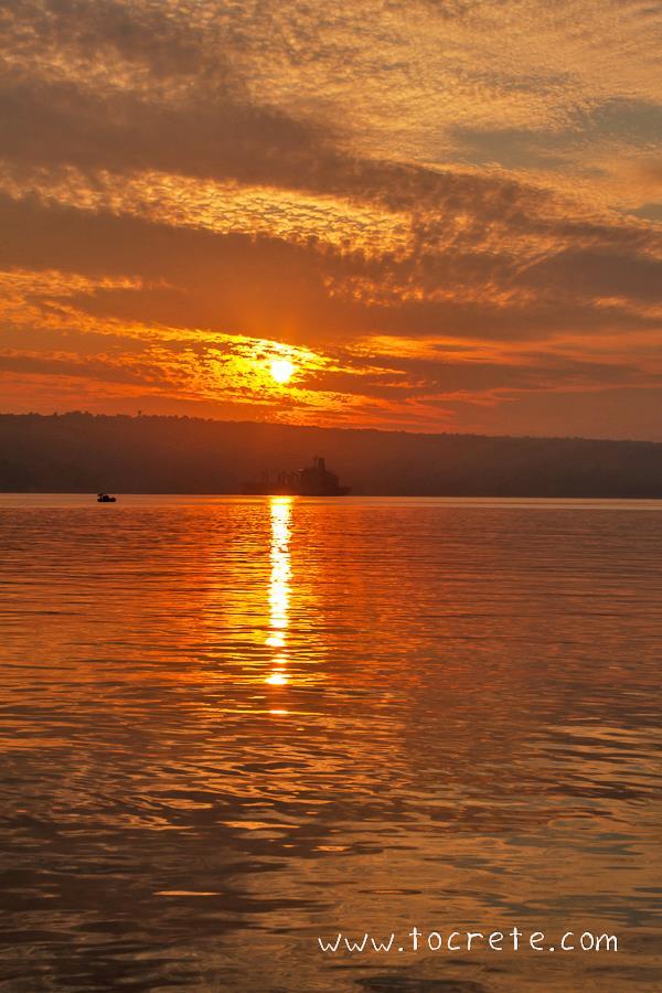 Рассвет в порту Суда | Sunrise in Souda Port