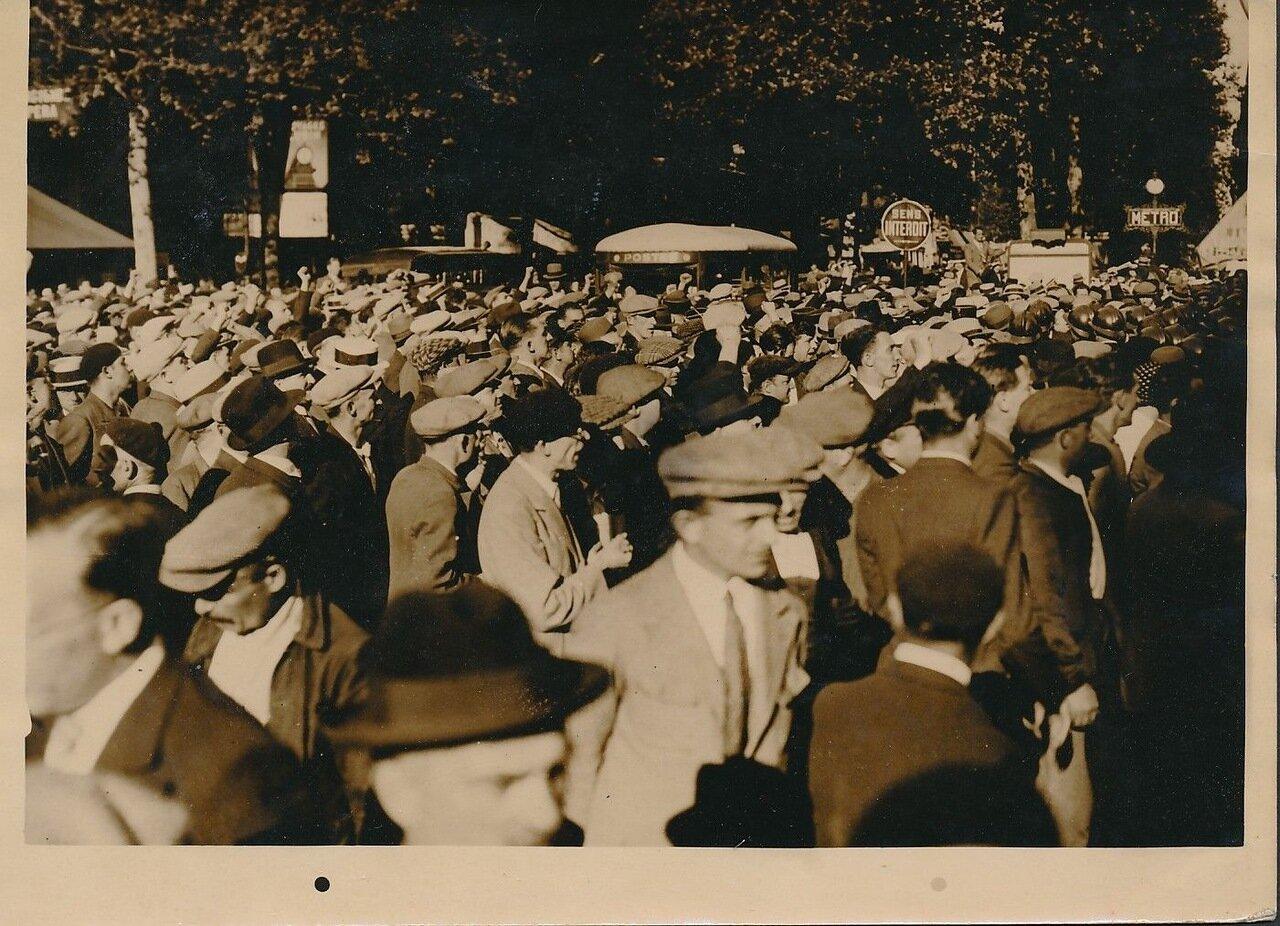1936. Манифестация служащих на площади Оперы