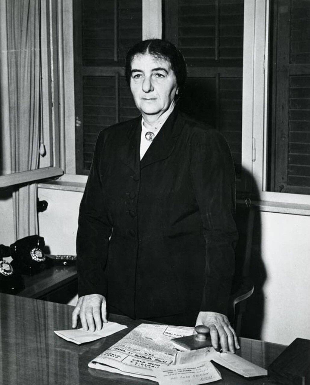 1949. Голда Меер