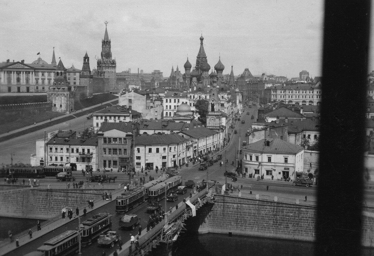 04. Москва. Вид на Кремль и собор Василия Блаженного