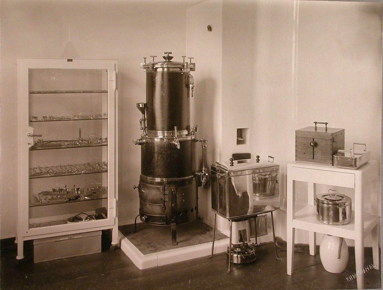 36. Вид части стерилизаторской комнаты в помещении больницы