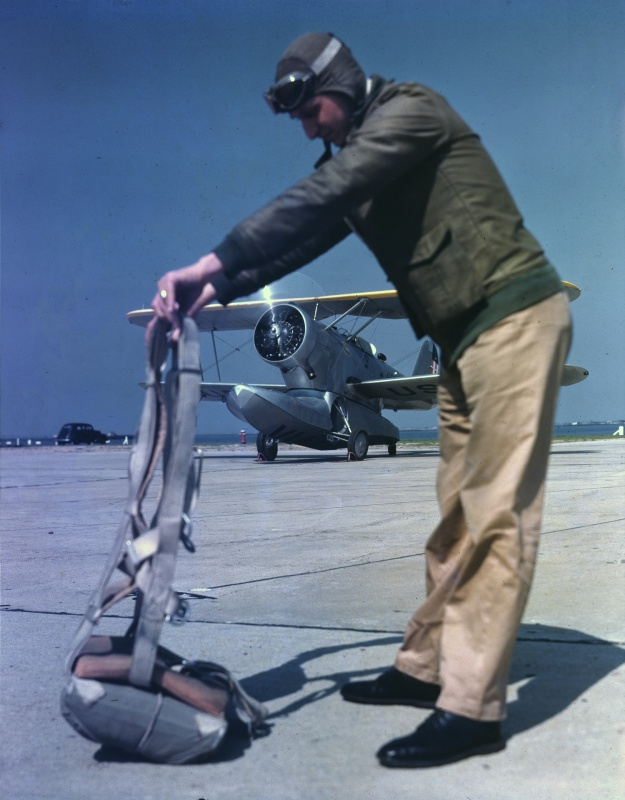 usa_pilot_parashut_1940_color.6lk2elk4vdwk04w0c8so8o00w.ejcuplo1l0oo0sk8c40s8osc4.th.jpeg
