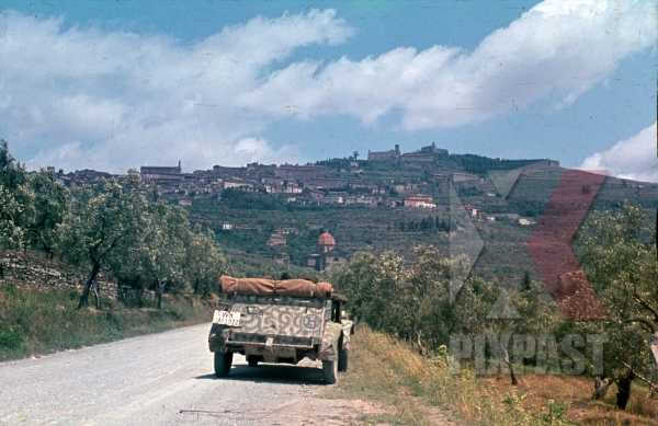 stock-photo-german-vw-kgvbelwagen-82-jeep-in-tropical-camo-paint-tuscany-italy-1944--26th-panzer-divisions-8824.jpg