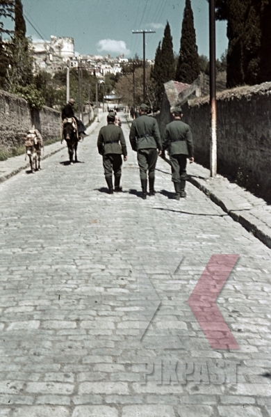 stock-photo-wehrmacht-soldiers-on-the-street-in-thessaloniki-greece-9901.jpg