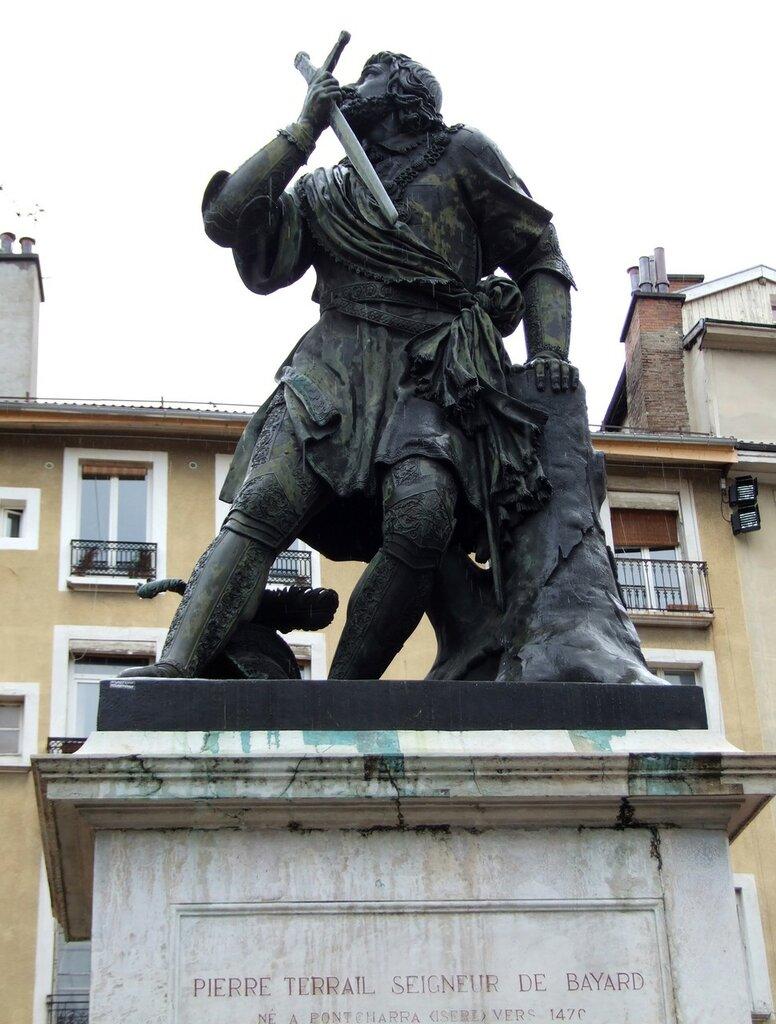 Grenoble_-_Chevalier_Bayard.jpg