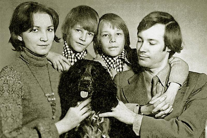1151 В. Конкин с семьёй.jpg