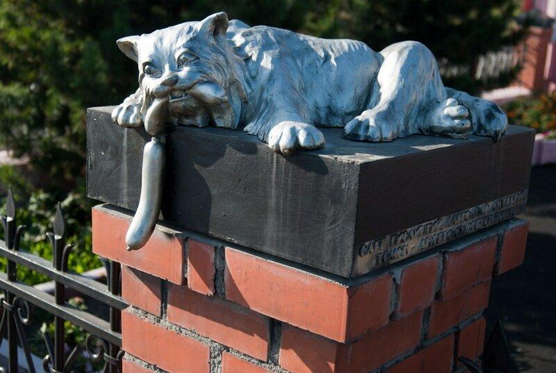 памятник коту с сосисками кемерово