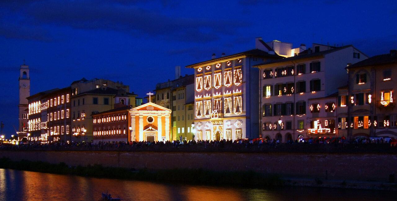 Набережная реки Арно. Люминария - праздник святого покровителя города (San Ranieri) в городе Пиза (Pisa)