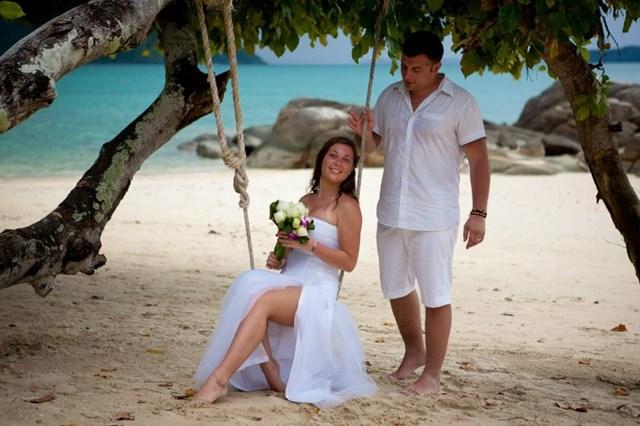 Взгляд на свадебной фотографии Цукерберга. И куда отправиться в свадебное путешествие