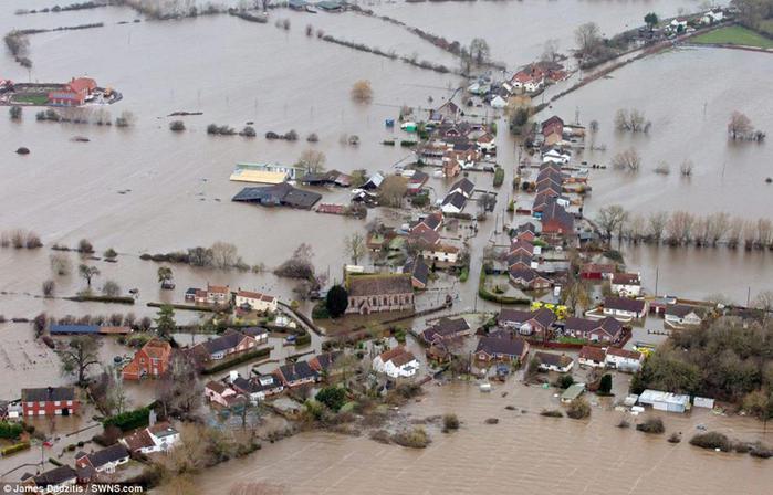 0_12b557_fbecb40f_orig Вид сверху: страшное наводнение в Великобритании
