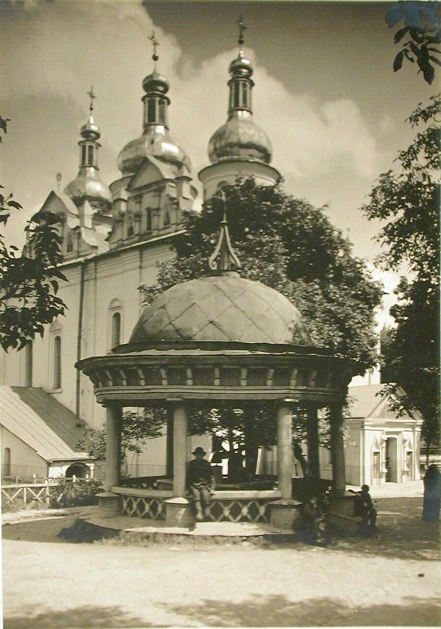 43. Вид на церковь Фроловского монастыря