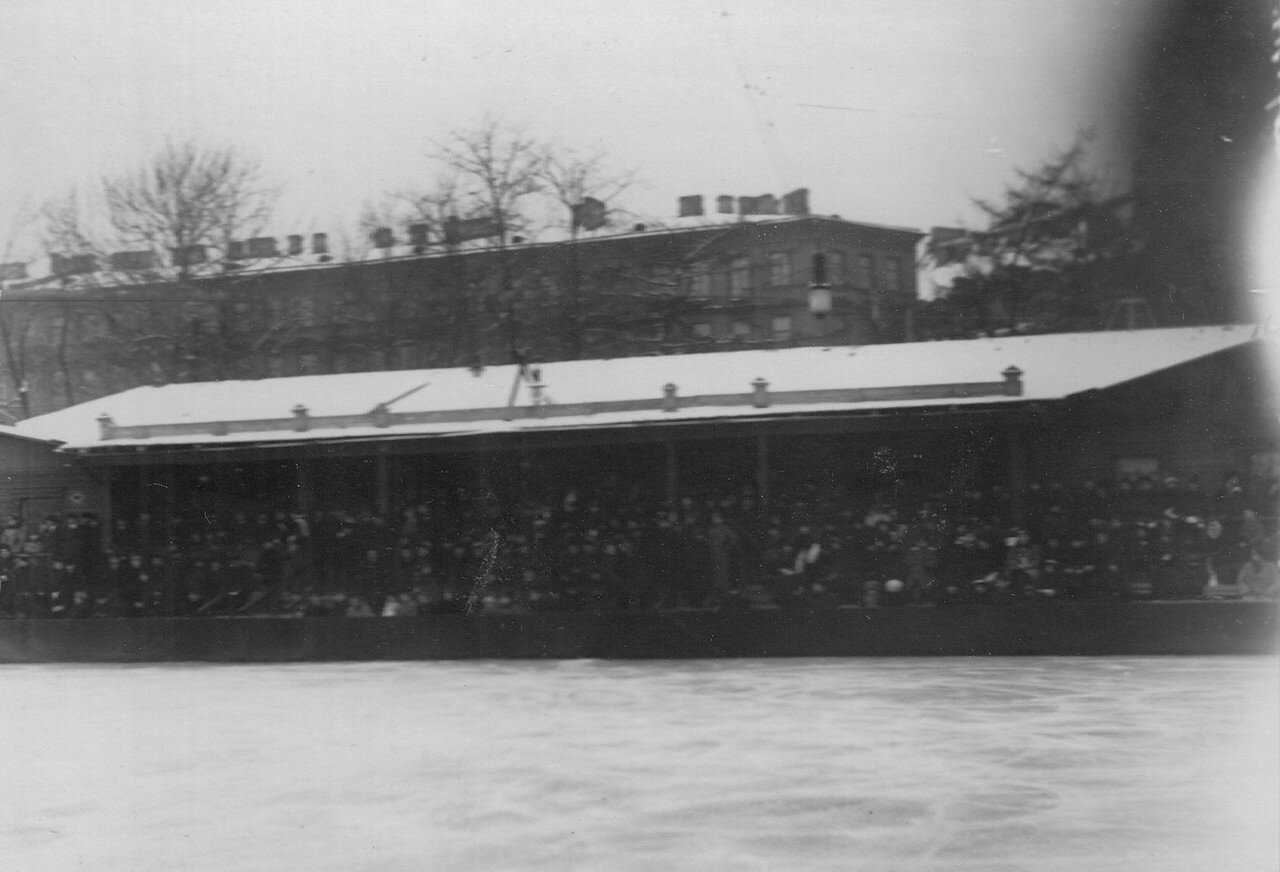 19. Публика на трибунах в Юсуповом саду. 17 февраля 1913