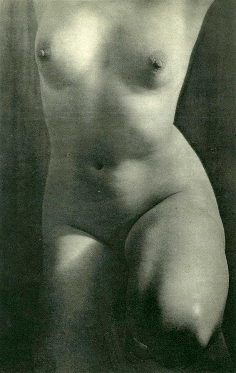 1949. Ню