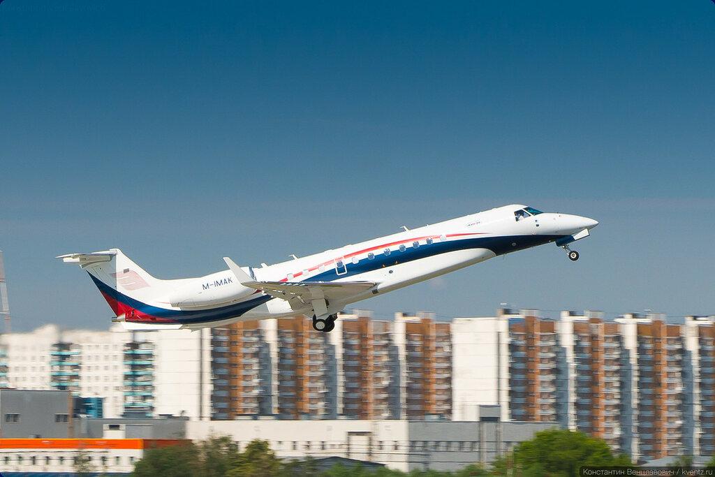 Ну, и напоследок совсем крошка Embraer 135/145