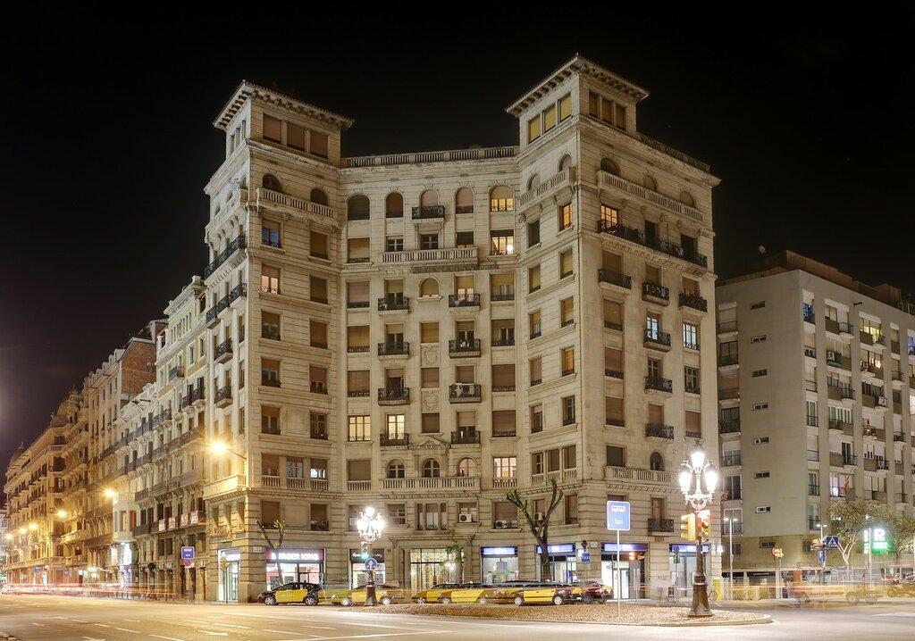 Барселона. Площадь Антони Маура  (Plaça d'Antoni Maura)