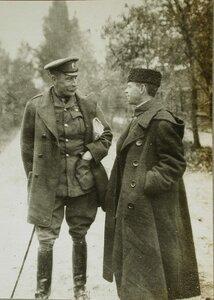 Генерал-майор сэр Хенбери Уильямс и корреспондент Таймс Стенли Уошбурн.