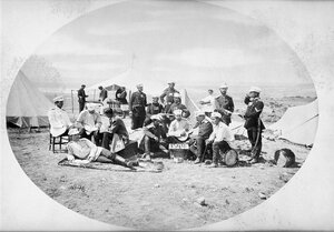 Офицерите от 3-та Гвардейска пехотна дивизия в занимания през свободното си време, вероятно в лагера при Яръм-Бургас (днешен Кумбургас, Турция), 1878 г.