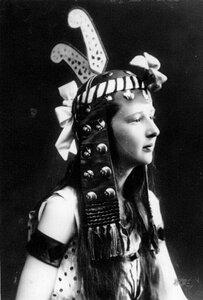 Дочь П.А.Столыпина Ольга в маскарадном костюме.