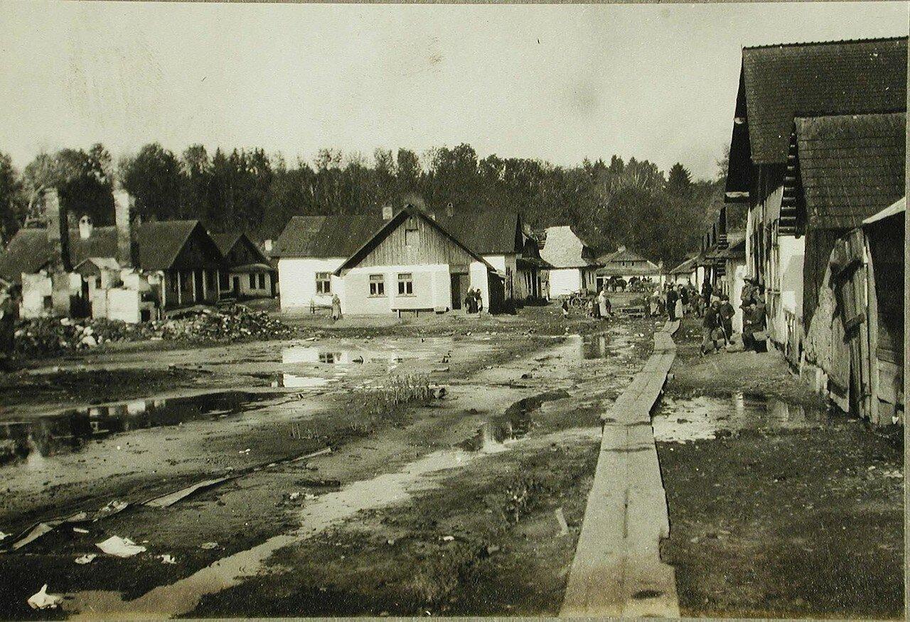 11.Галицийская деревня, частично разрушенная огнем русской артиллерии в ходе наступательной операции