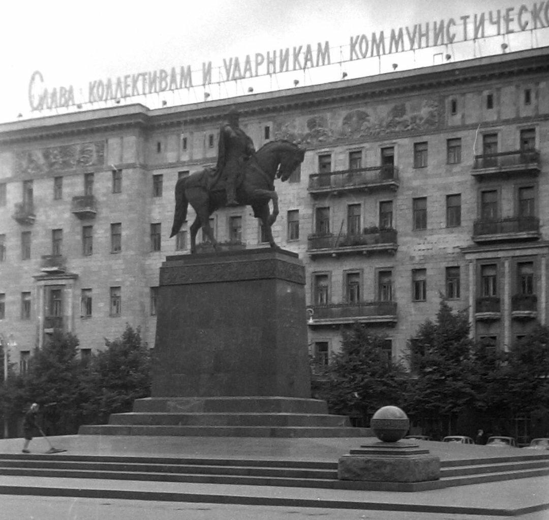 166. Площадь Моссовета