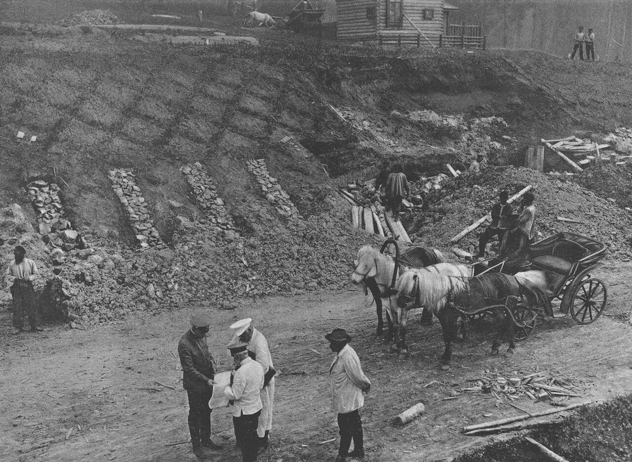 14. 2391 верста. Вид укрепления откосов грязной выемки близ ст. Ключи. Строительный период 1910
