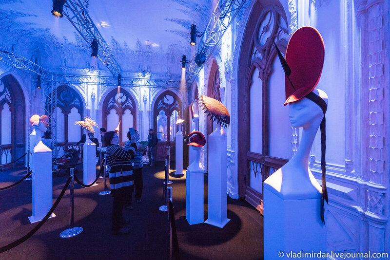 Выставка британского дизайнера-кутюрье Филипа Трейси в Москве в доме Черткова на Мясницкой.