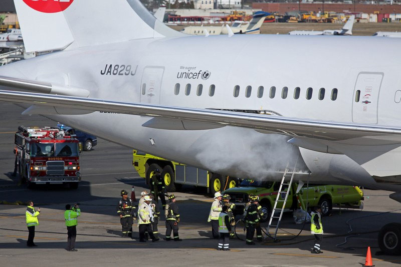787-8_fire.jpg