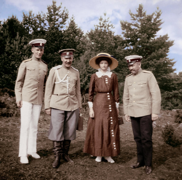 grand_duchess_with_officers_by_kraljaleksandar-d35neew.jpg