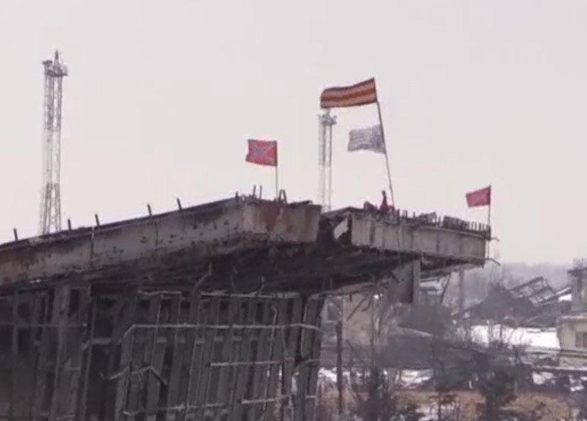 Флаг Новороссии над новым терминалом