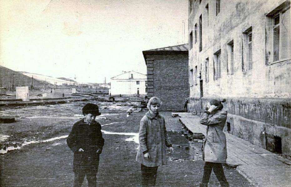 Весна 1970 года. Строительная ул возде жд путей.jpg