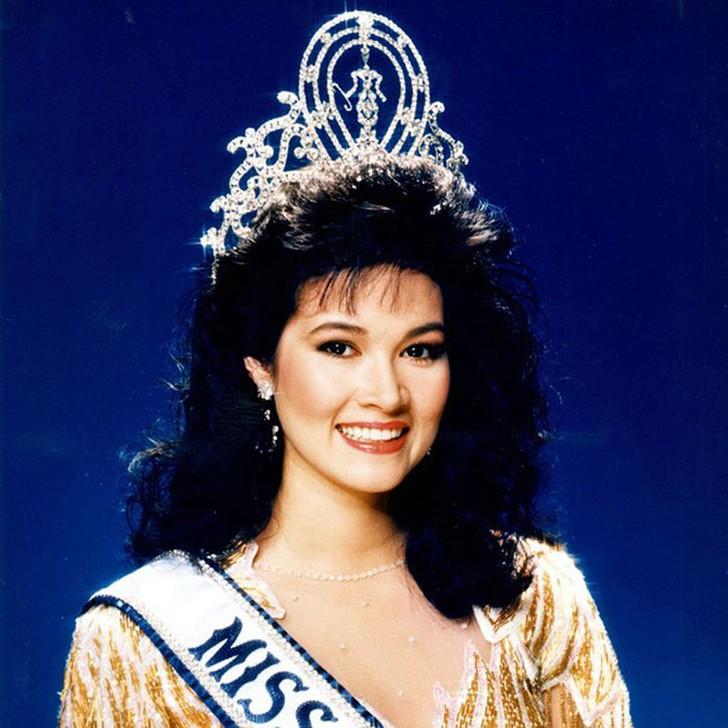 Порнтип Накирунканок, Таиланд. «Мисс Вселенная — 1988». 20 лет, рост 173 см, параметры фигуры 89