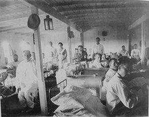 Раненые в палате, оборудованной на палубе Кубанской баржи-лазарета
